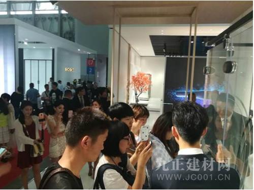 上海国际厨卫展首发 朗斯淋浴房负离子安全防爆金刚膜新品解锁安全沐浴新姿势