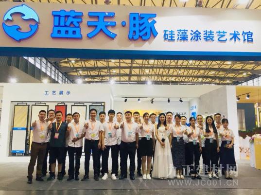 硅藻艺术涂料受热捧,上海展会蓝天豚硅藻泥签约100家续辉煌