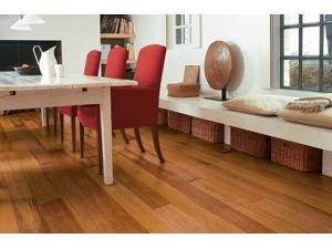 得高实木复合地板与家居完