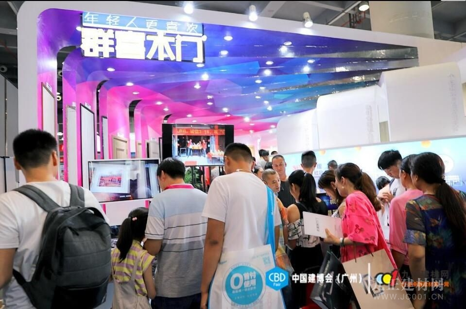 中国建博会(广州)直击:群喜木门惊艳亮相,首日引爆全场