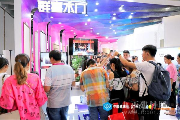2019中国建博会(广州)| 群喜木门颜值与品质并驾齐驱  年轻人更喜欢