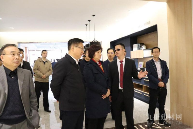11月28日,湖北省人大常委会领导莅临诗尼曼湖北荆门基地调研指导