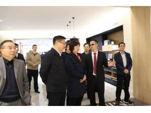 11月28日,湖北省人大常委會領導蒞臨詩尼曼湖北荊門基地調研指導
