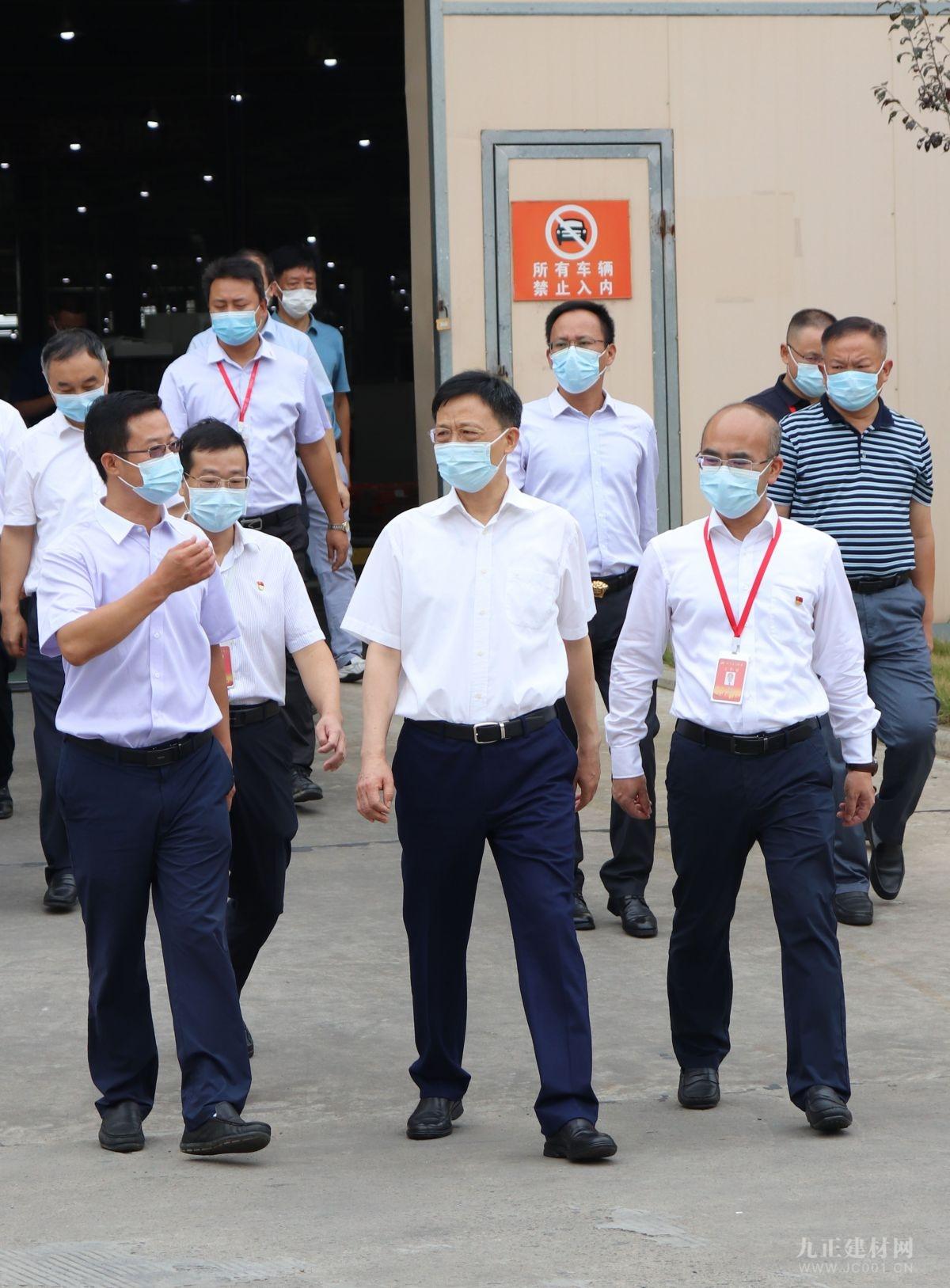 荆门市委书记王祺扬一行视察指导诗尼曼荆门基地疫情防控和生产运行工作
