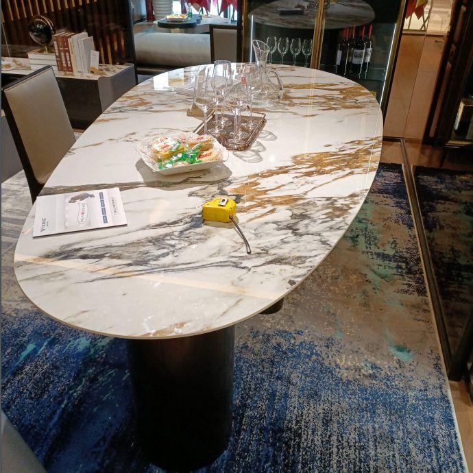 欧梅雅餐桌