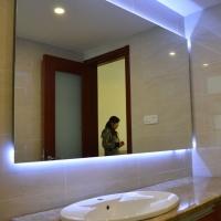 定制浴室防雾镜智能LED浴室镜酒店定制智能卫浴灯镜