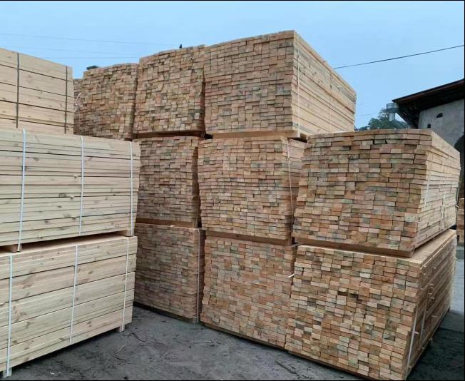 中正人和木业厂商辐射松木方优质建筑木材可按需定制