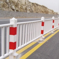 公路人行道隔离护栏交通隔离防护马路交通护栏设施