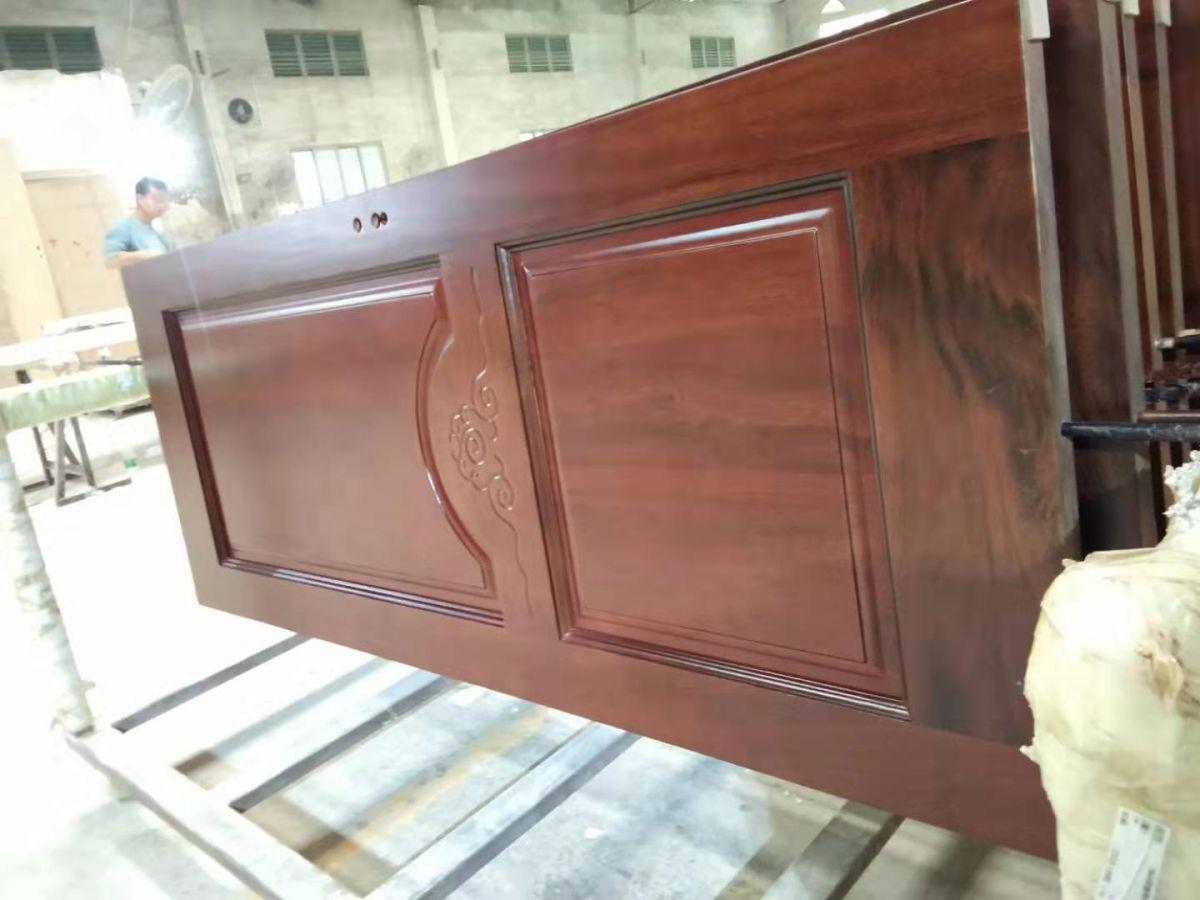 胡桃木原木烤漆门广东红海豚木门制造厂供应