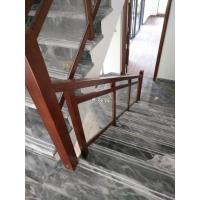 长沙楼梯玻璃扶手安装,现代通透质感,高厚度玻璃护栏加实木扶手