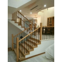 长沙铁艺楼梯扶手上门安装-实木扶手和铁艺护栏栏杆组合