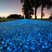 熒光路面鋪設方法,熒光石路面做法,夜光跑道是什么材料
