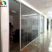 安装青岛玻璃隔断,山东欧诺隔墙型材,青岛不到顶玻璃隔墙。