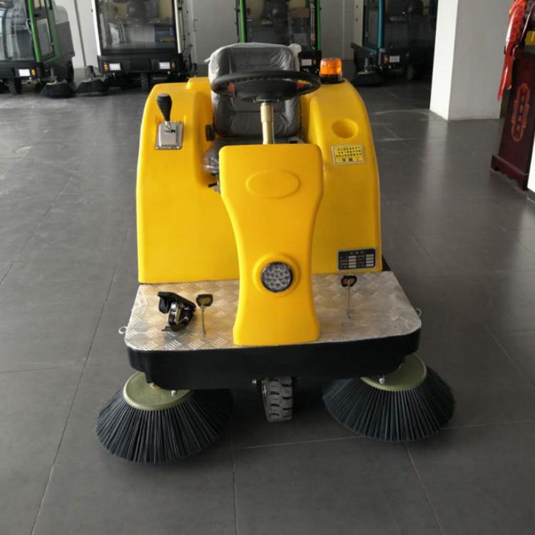 学校户外电动扫地机 1360型电瓶式道路座驾清扫车