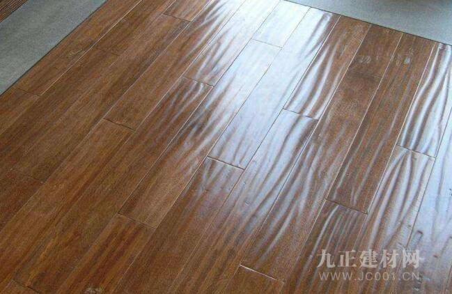 实木地板起泡