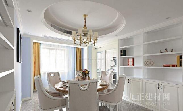 圆形吊顶不止运用于餐厅,客厅效果也不错,欧式风格家居中用到圆形吊顶