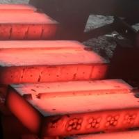 破碎机高铬陶瓷板锤 耐磨度是常规板锤的2.5倍左右