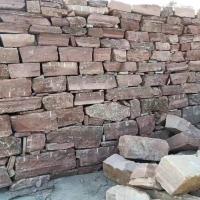 直销 红色乱形片石 园艺铺地石板 红色砌墙垒墙石板 可定