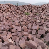 直销 红砂岩乱型毛石 景观砌墙石垒墙石 红色片石铺地石板