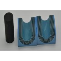 隔层板用来传导压紧装置产生的压力,以及防止电缆和模块被拔出