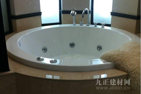 圆形浴缸装修效果图1