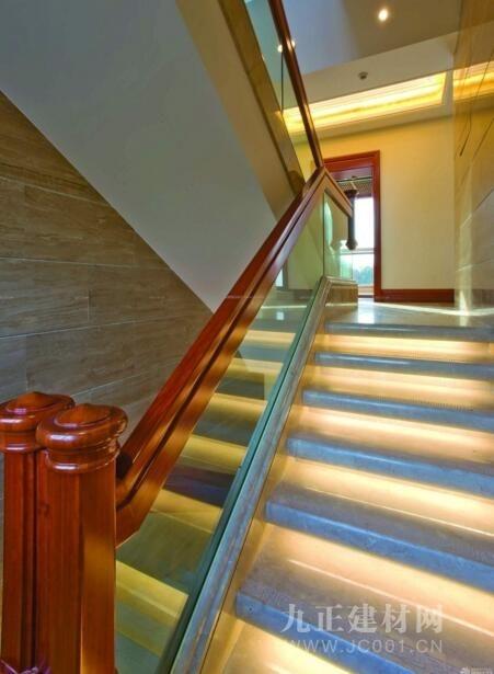 玻璃楼梯优点