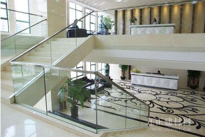 楼梯转角植物