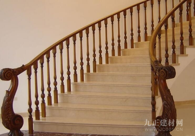 楼梯木扶手安装效果图