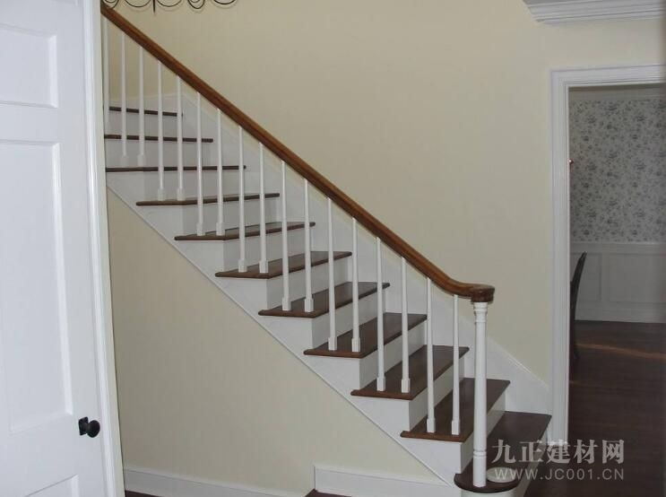 家装楼梯设计效果图1