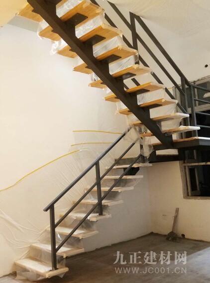 铁艺阁楼楼梯装修效果图6