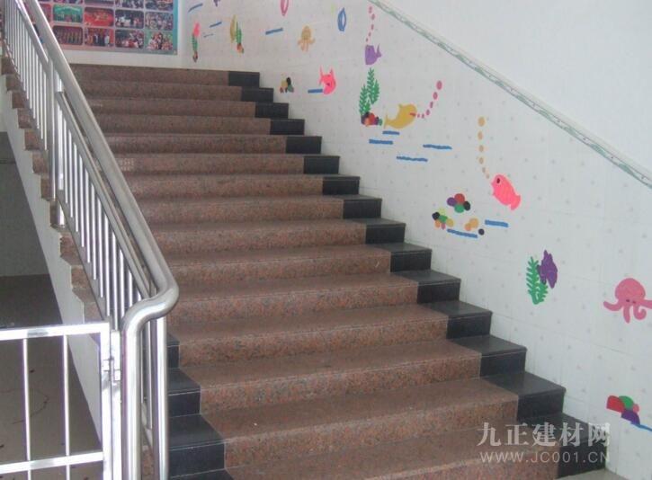 楼梯斜墙裙