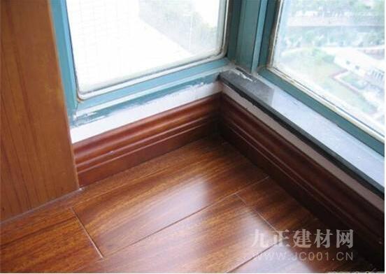 木地板踢脚