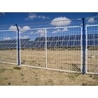 光伏围栏由钢丝焊接坚硬度高