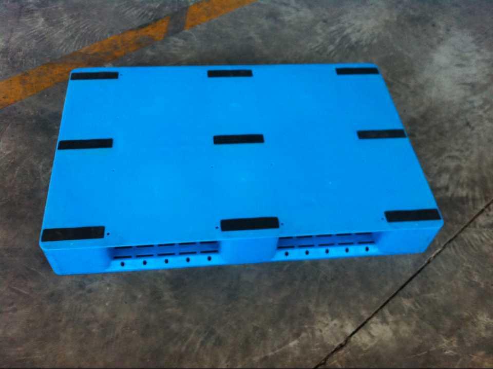 九腳吹塑托盤生產