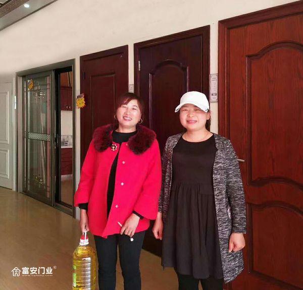 重庆富安木门:湖南常德专卖店开业当天买门送油