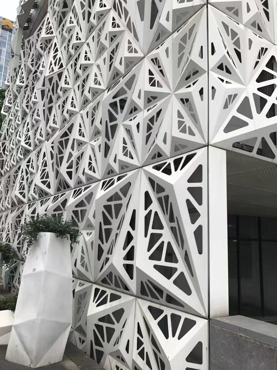 铝单板幕墙门头天花吊顶弧形方通雕花冲孔镂空造型铝板厂家定制
