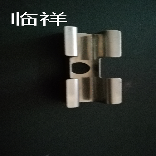 不用开槽的不锈钢一体板扣件