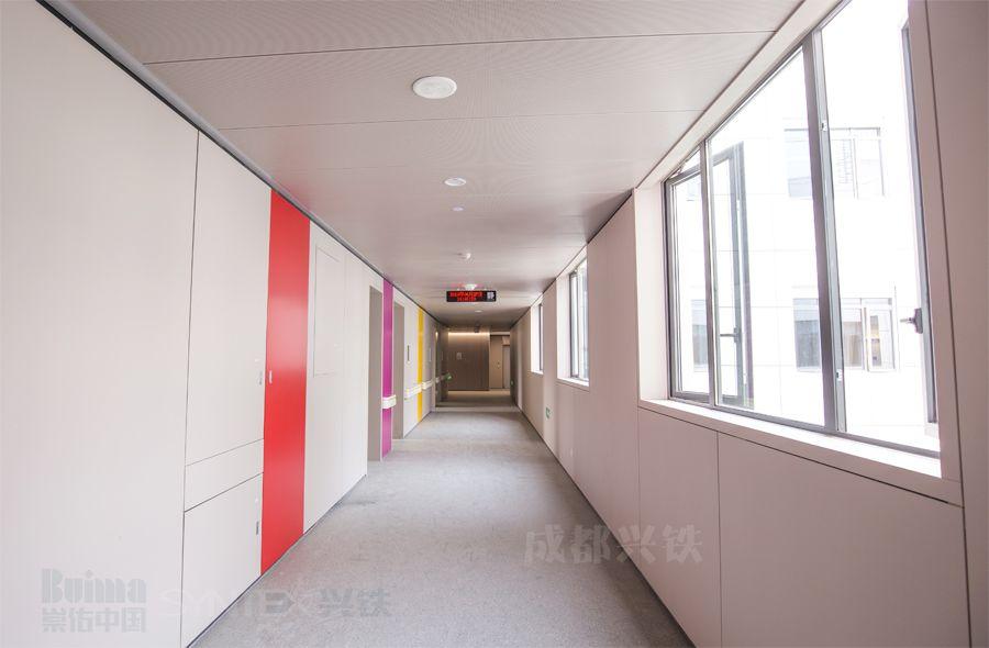 医院过道彩色烤漆钢质复合墙板