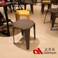 廣東達芬批發定制海底撈北歐創意環保塑料凳子 餐廳桌椅