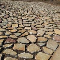 黄木纹碎拼乱形石 锈色板岩碎拼页岩片岩冰裂纹铺装效果