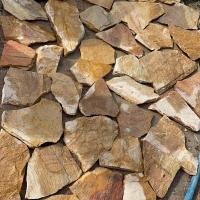 厂家销售虎皮石 黄色青色碎拼石材地面公园不规则乱形景观石