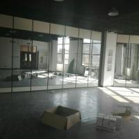 深圳布吉办公玻璃折叠隔断移动推拉门设计