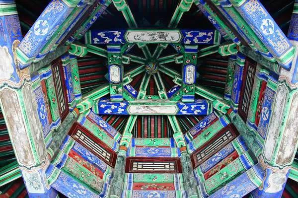 古建殿堂吊顶  华美询丽藻井斗拱天花板仰视效果图