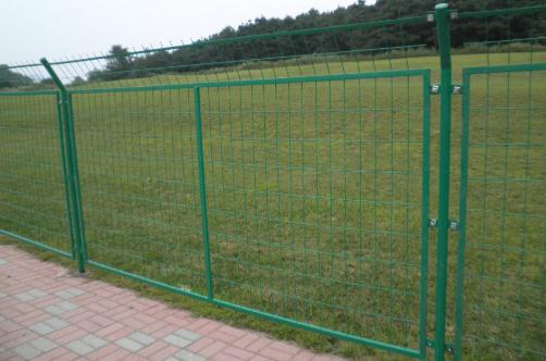 草綠公路焊接隔離欄A烏恰草綠公路焊接隔離欄銷售