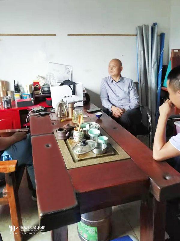 重庆亿星木门:经销商实地考察 云南昆明姜总
