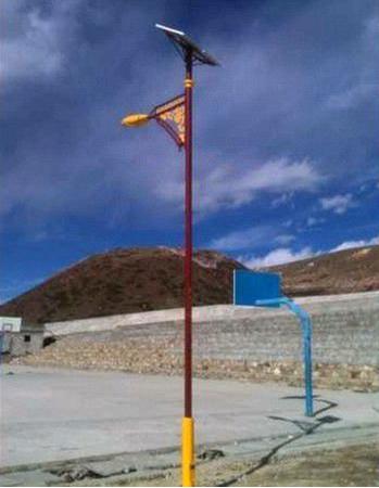 定制特色6米太阳能路灯