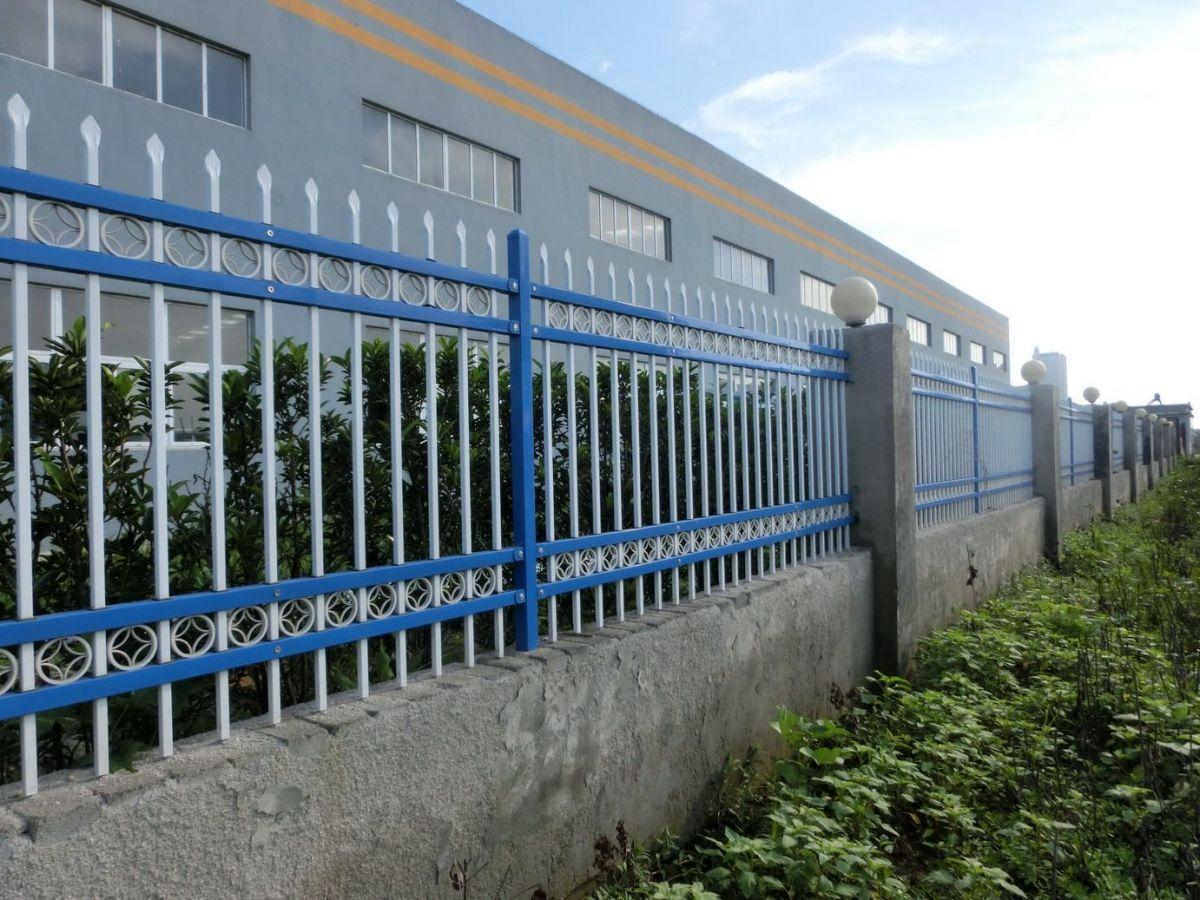 贵州别墅小区围墙栏杆 楼盘锌钢护栏网厂