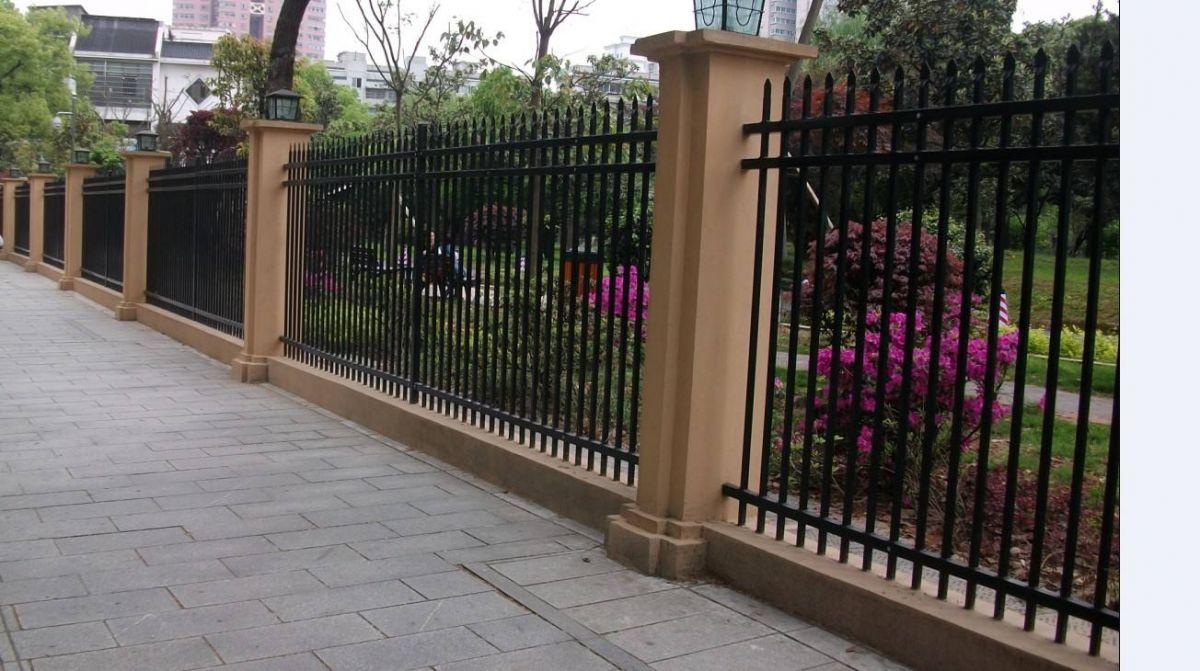 新乡众赢直销高质量有保证锌钢围墙护栏 阳台护栏
