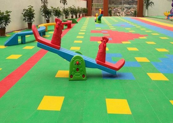 幼儿园悬浮地板安装 人造草坪 EPDM环保颗粒 真实用材 严