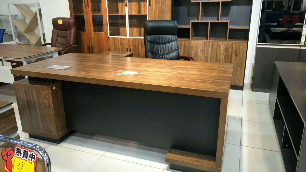 老板台办公桌桌上摆放 办公桌摆放风水正确图
